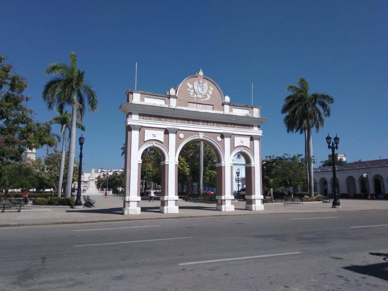 Arco del Triunfo de Cienfuegos - La cadena viajera