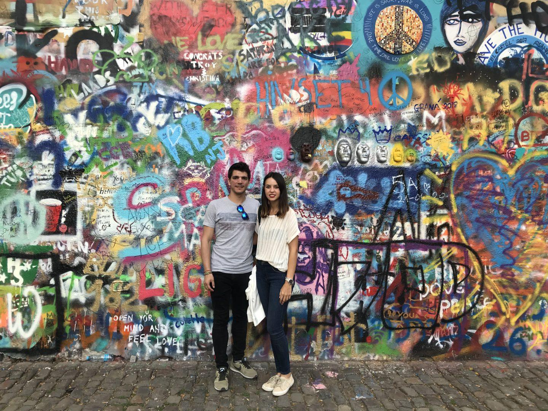 Muro de John Lennon- la cadena viajera