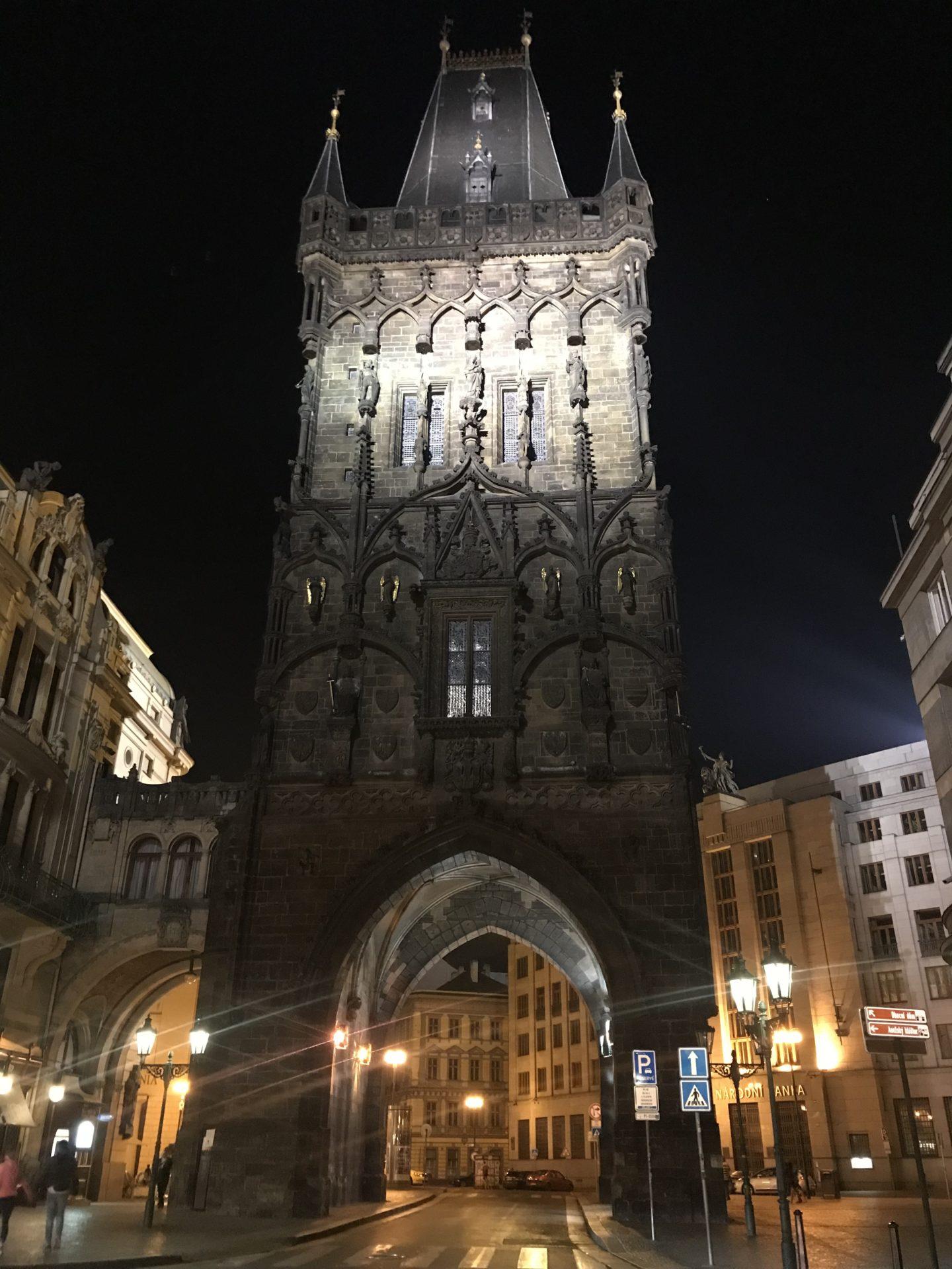 Torre de la polvora de praga - la cadena viajera